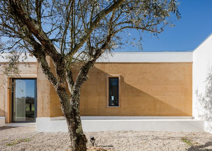 Exceptional Blaanc Benutzt Gerammte Erde, Um Haus In Einem Portugiesischen Weinberg Zu  Errichten