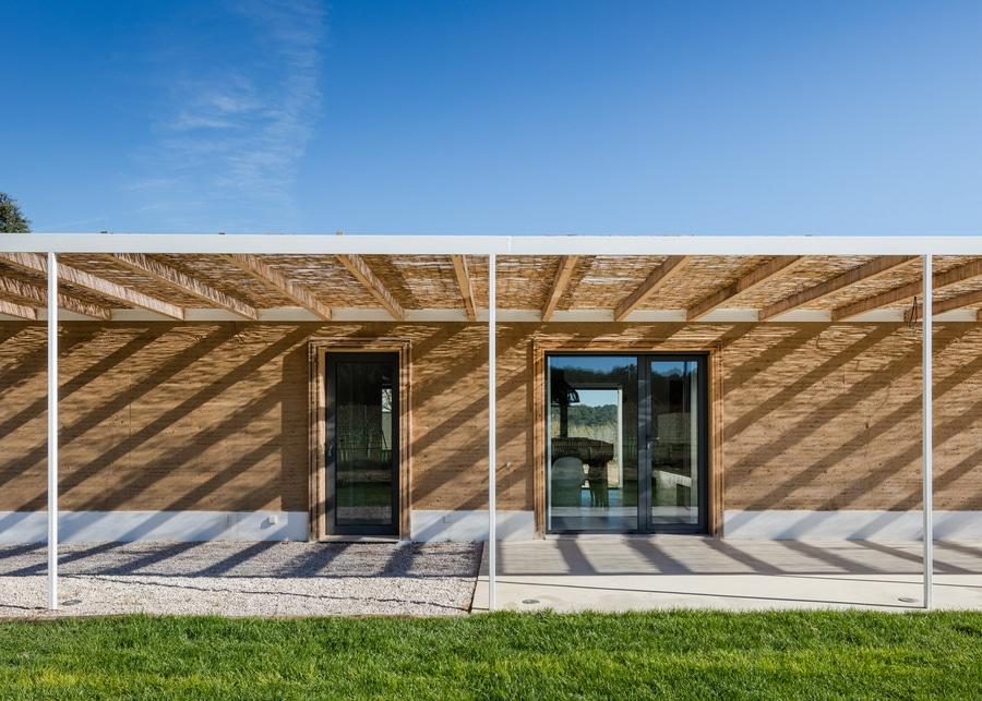 Amazing Blaanc Benutzt Gerammte Erde, Um Haus In Einem Portugiesischen Weinberg Zu  Errichten