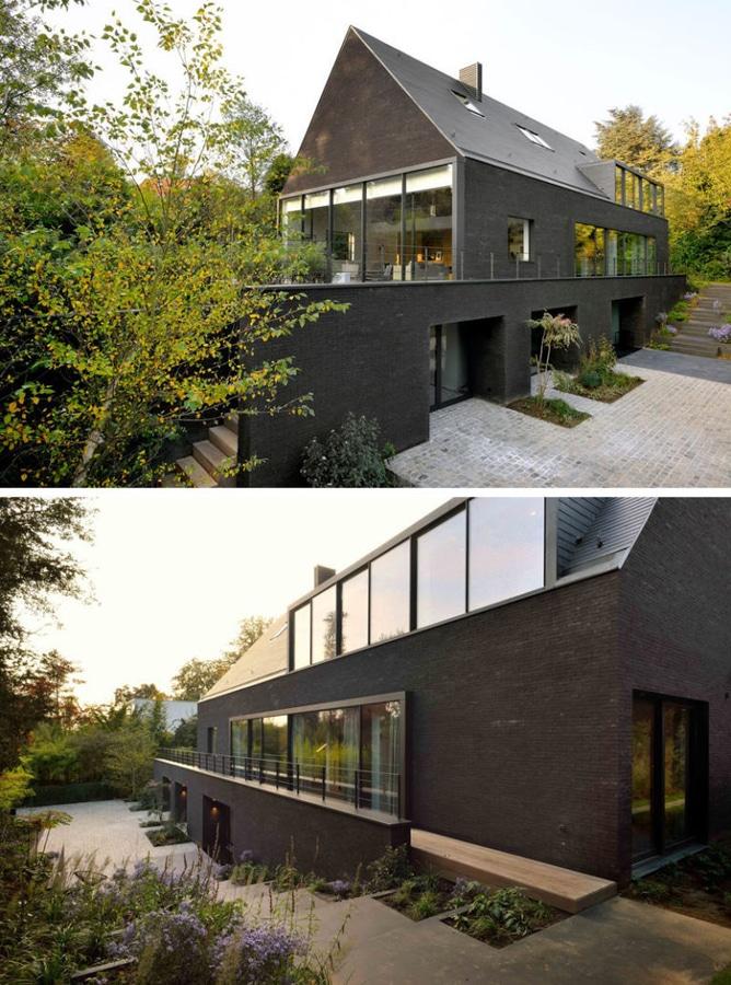 Dieses zeitgenössische schwarze Backsteinhaus wurde für ein neues ...