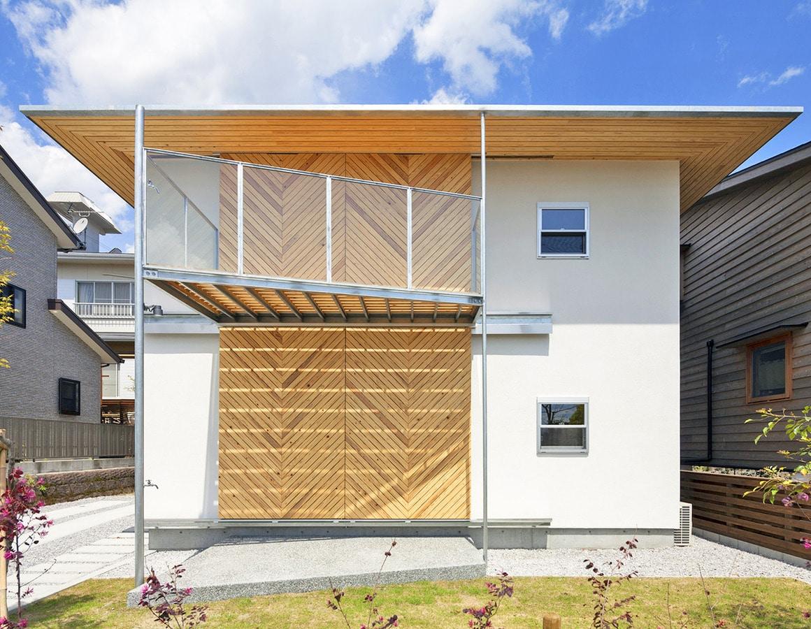 Japanisches Haus Verwendet Hölzernes Materielles Stärkeres Als Stahl, Um  Naturkatastrophen Zu Bekämpfen