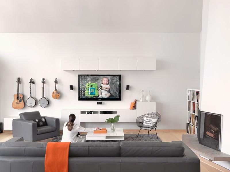 Eine Junge Familie Erhält Ein Neues Update Für Ihr Mitte  Des  Jahrhundertsmodernes Haus