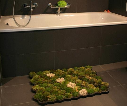 Charming Lebender Moos Teppich Fügt Eine Note Des Grüns Ihrem Badezimmer Hinzu