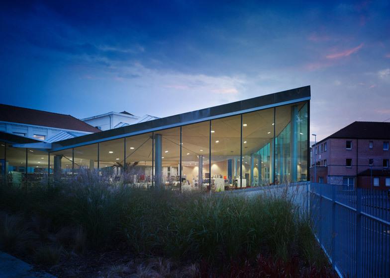 Metallisches Polygonales Dach Ubersteigt Lamadeleine Bibliothek