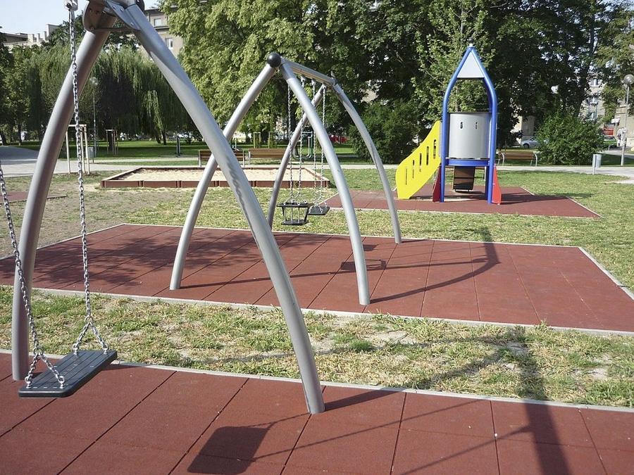 Neu Wasserdurchlassige Gummi Fallschutzmatten Fur Spielplatze