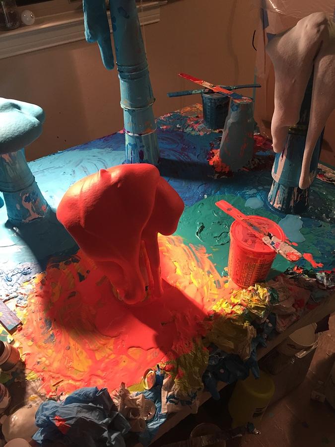 die tropfenden Skulpturen Dan-Flucht sickern eine curvaceous ...