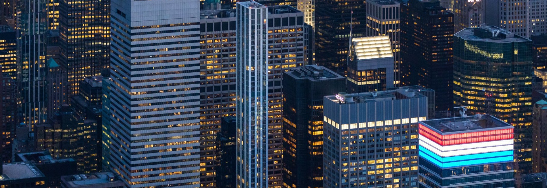 100 Straße des Ostens 53.: fördern Sie + schlanker das New- Yorkwolkenkratzer der Partner sich nähert Fertigstellung