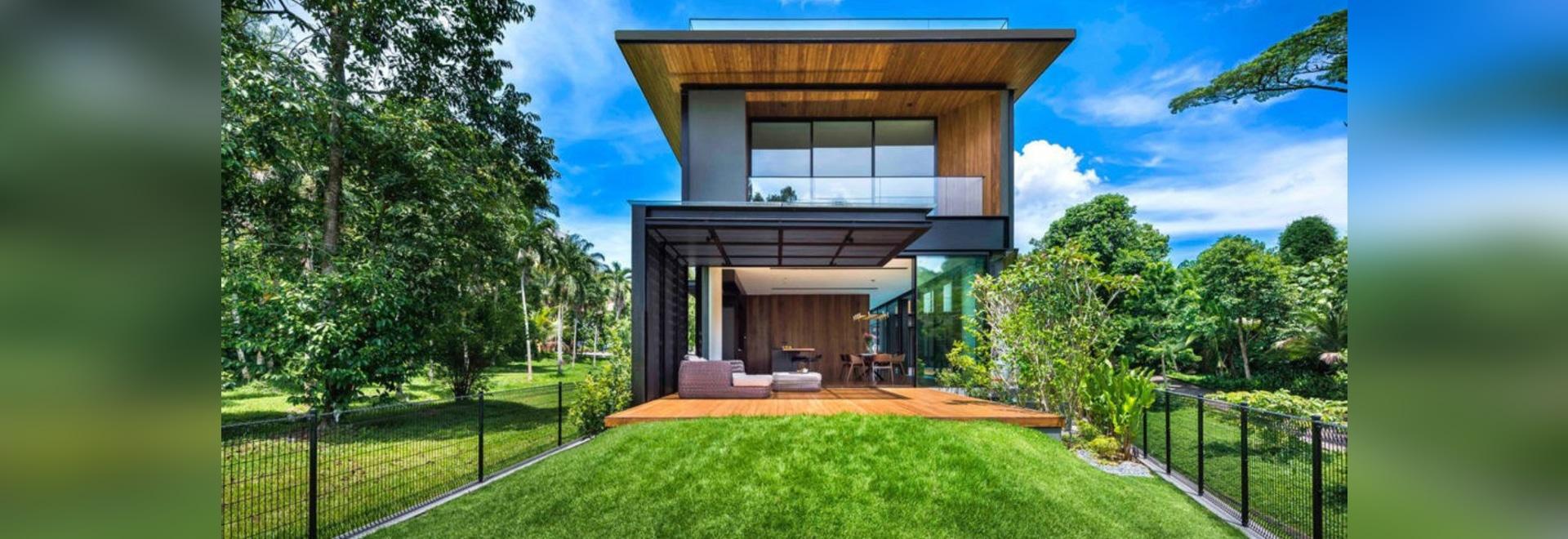 Die Brise brennt gerade durch dieses erstaunliche tropische Haus in ...