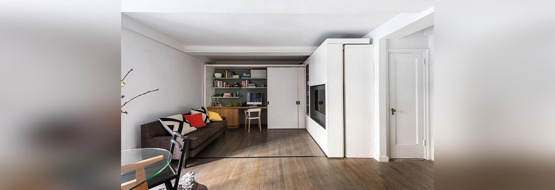 Diese kleine Wohnung in New York hat eine bewegliche Fernsehwand ...
