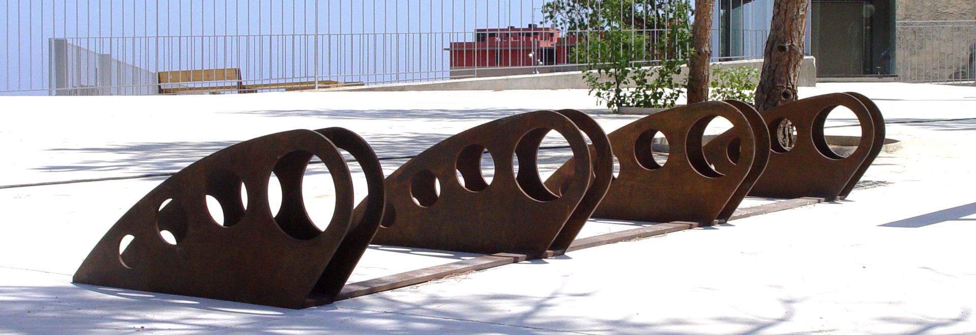 Entwurfsfahrradparken in Corten-Stahl.