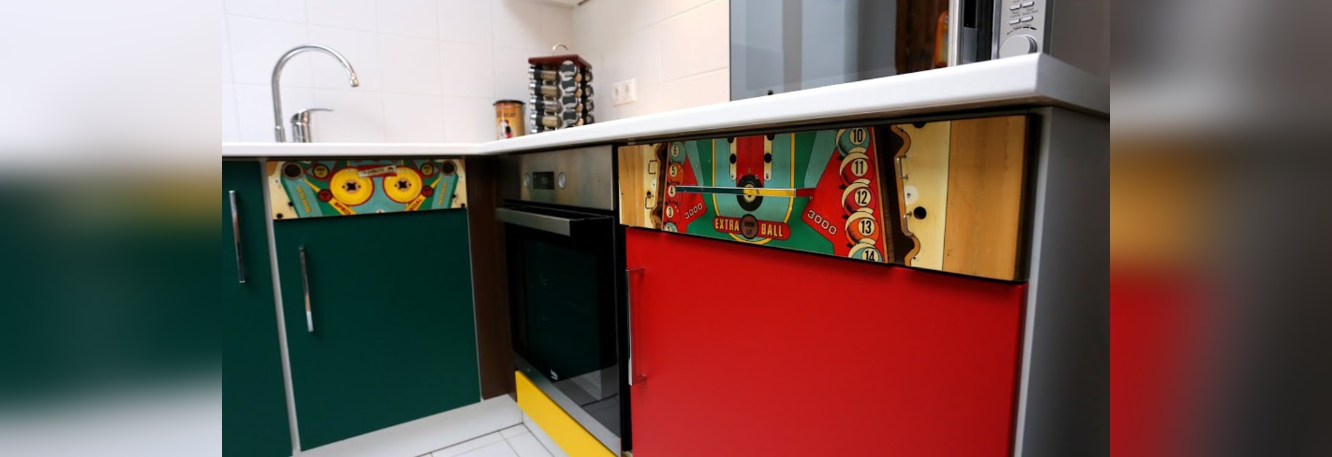 Flipperautomat playfields als Küchenfronten!