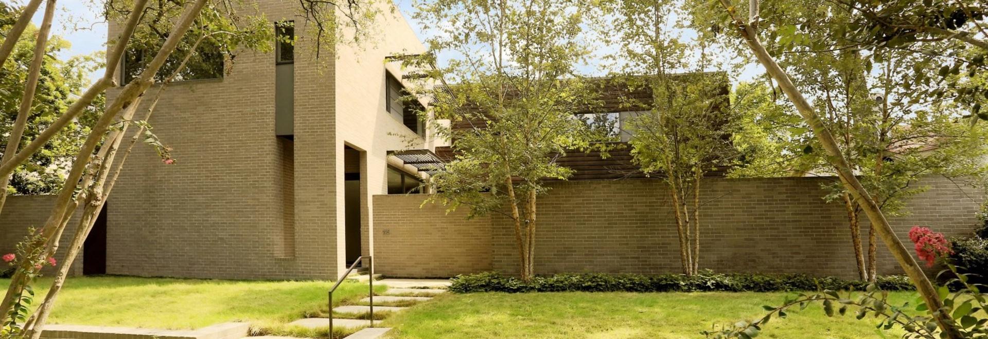 Ein Haus mit beeindruckender Architektur und einem Licht-Innenraum ...