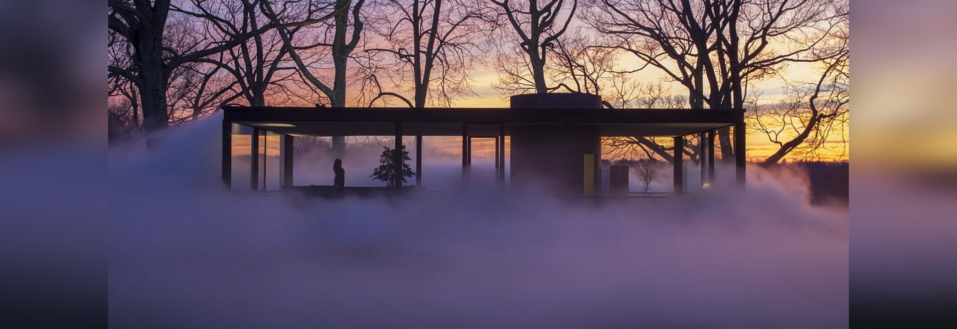 Künstler Fujiko Nakaya Shrouds Philip Johnsons Glashaus im Nebel. © Richard Barnes