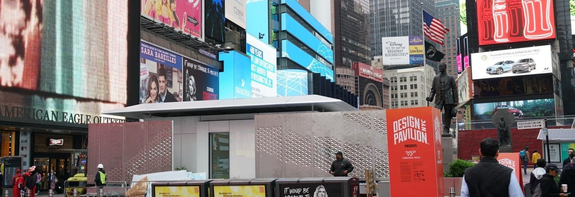 Ein LEGO-ähnliches Zuhause, das vollständig von der Sonne betrieben wird, die am Times Square auftaucht