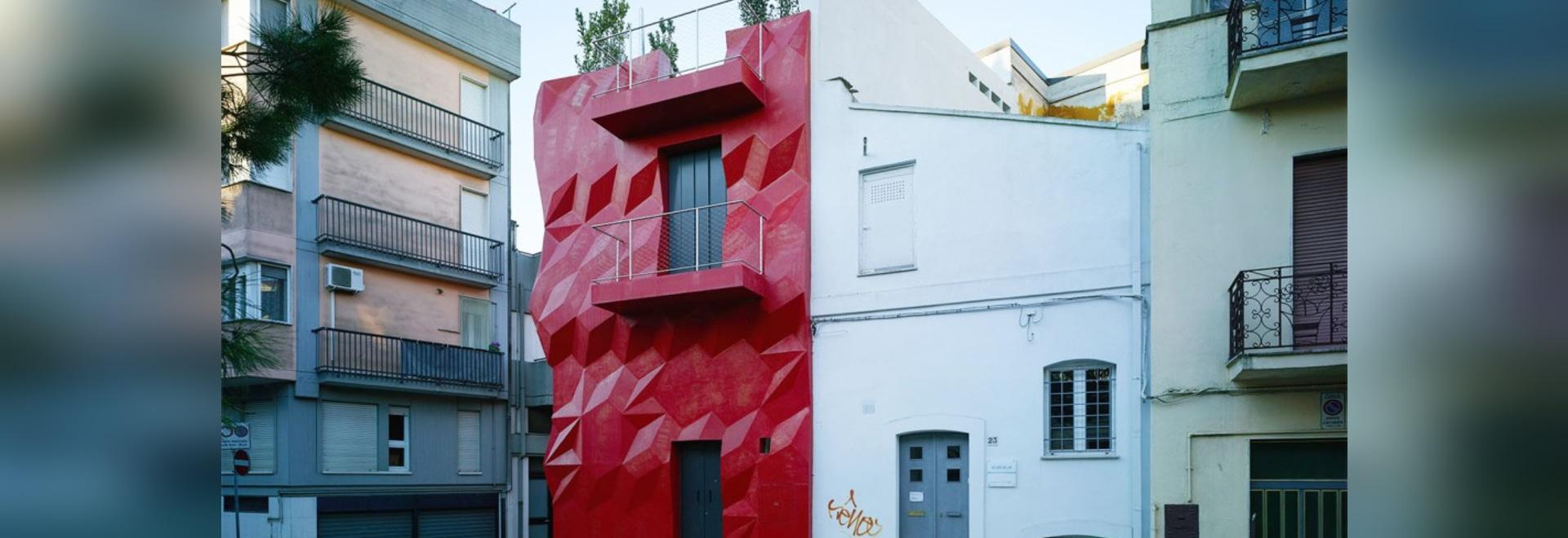 Leichtes Genie: Helle Rote Jeweled Fassade Zerschneidet Italienisches Haus?  S Energieverbrauch