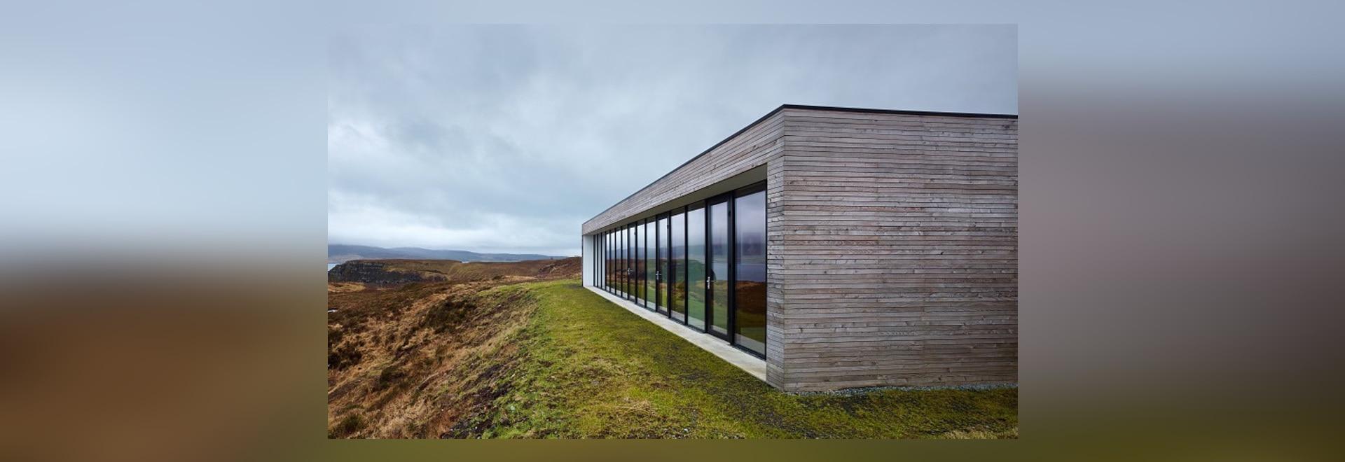 Modernes Klippen-Haus übersieht erstaunliche Küsteenansichten über ...