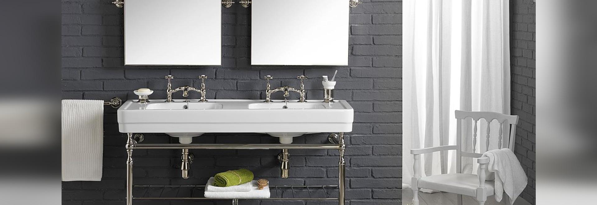 Ein Retro- und anzügliches doppeltes Waschbecken entwarf durch BLEU PROVENCE!