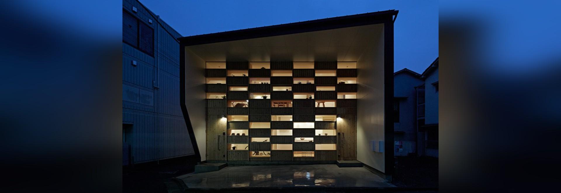 Takeshi Shikauchi Architekten entwerfen ein Haus mit einer Checkered ...