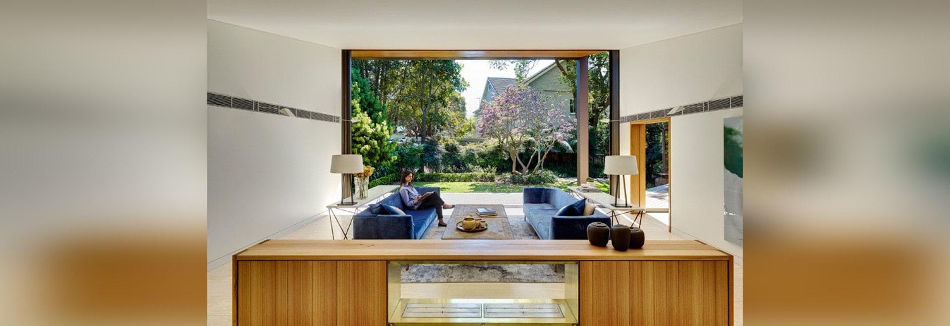 Tzannes Teilnehmer entwerfen ein Haus mit den Innen-/im Freienräumen ...