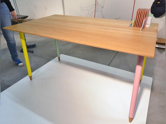 Junge flämische Entwerfer stellen erfinderische Entwürfe bei ...