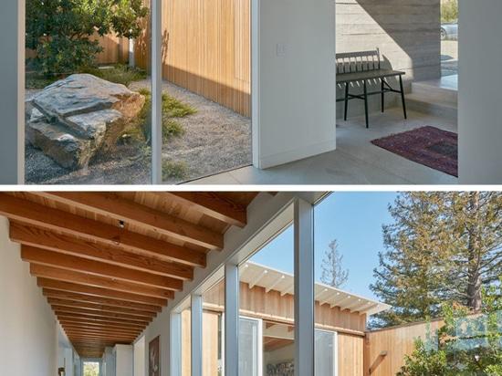 Dieses hölzerne plattierte und geneigte moderne Haus des Dachs war für das Leben in Kaliforniens Silicon Valley bestimmt