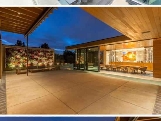 Es gibt mehrfache Lebensräume innerhalb dieses ausbreitenden Vorstadthauses in Colorado