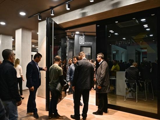 Entdecken Sie nagelneuen Ausstellungsraum ALUMILS in Saloniki