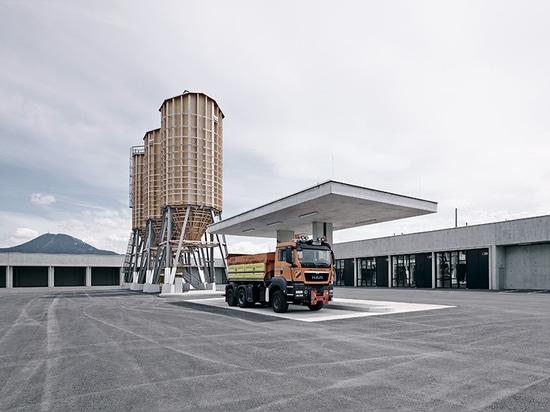 marte marte Architekten schließt konkrete Autobahnwartungsmitte nahe Salzburg ab