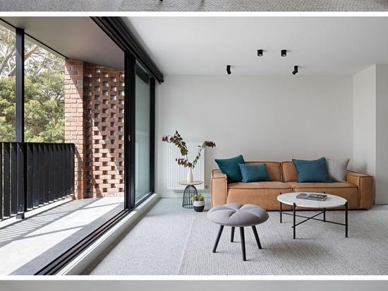 Eine zeitgenössische Aktualisierung für ein siebziger Jahre Backsteinhaus in Melbourne