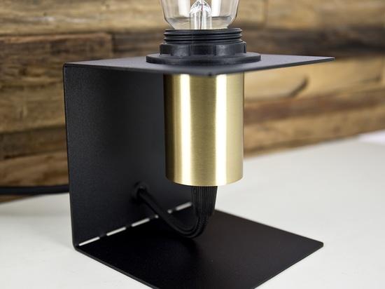 Schädelnachttischlampe 000169-D