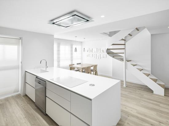Großartige Küche ausgeführt in KRION®, designt vom Architekturstudio Aurea Arquitectos