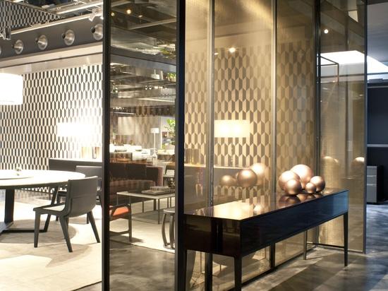 Raum, der Forschung und Entwicklung Mitte _Ausstellungsraum-B&B verteilt; Novredrate Como