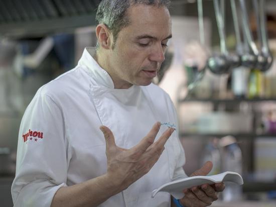 Das Restaurant Casa Manolo von Manuel Alonso zählte bei der Neugestaltung der Badezimmer auf KRION