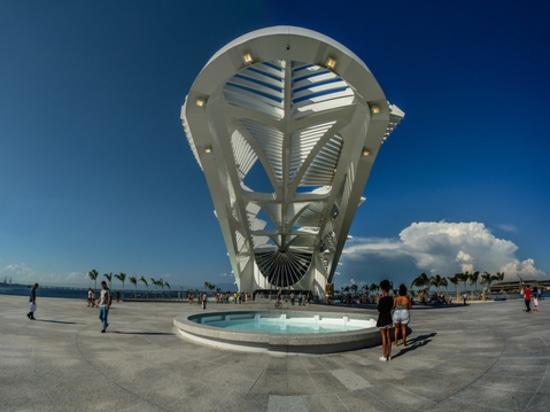 Rios sich hin- und herbewegendes Museum durch Santiago Calatrava. Höflichkeit des Architekten.