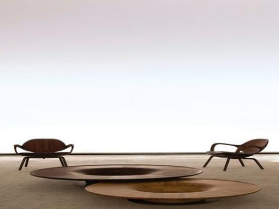 Plattierter Stuhl und Torsionstabelle durch Jader Almeida und hergestellt durch SOLLOS