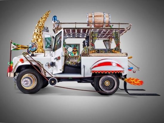 Studio-Job und Land Rover 2013. Höflichkeit des Künstlers.