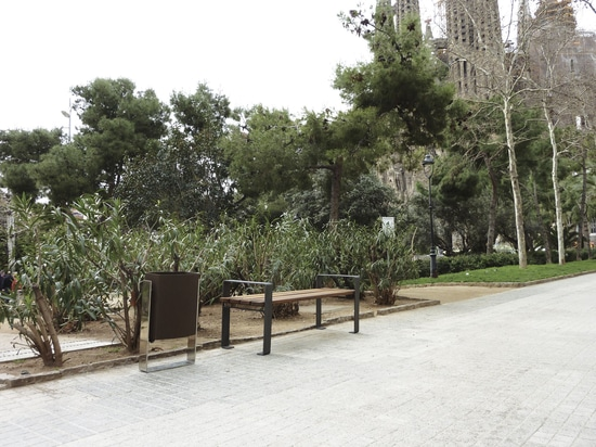 Bank- und Sänftenbehälter Sagrada Familia