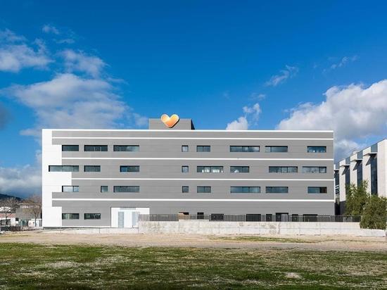 Das Reisebüro Thomas Cook bringt KRION in der Fassade seiner neuen Einrichtungen auf Mallorca ein