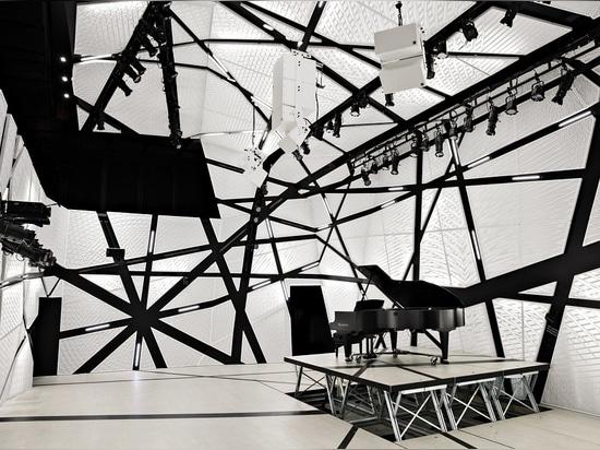 """""""Enormes"""" Schwarzweiss-Velourdrapierung umgeben Brooklyns Musikort, das nationale Sägemehl und stellen einen """"akustischen Umschlag"""" her."""