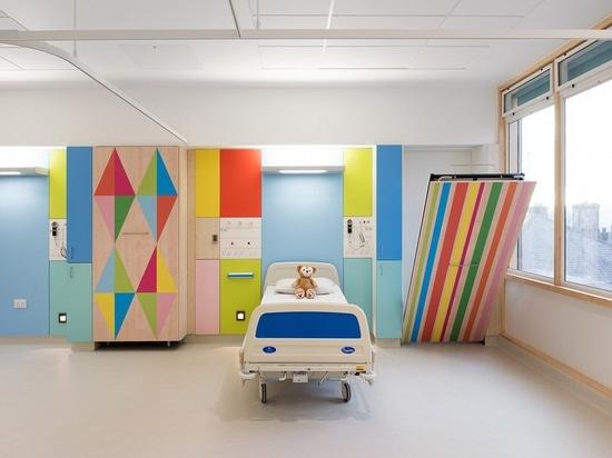 Innenarchitektur-Scheinwerfer: Morag Myerscough erhellt die Bezirke von Sheffield Childrens Krankenhaus