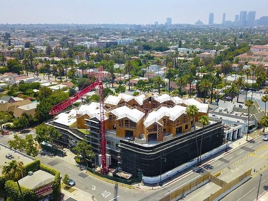 Übersteigt erstes die US-Projekt DER WÜTENDEN Architekten, ein Gipfelwohndorf, heraus in Beverly Hills