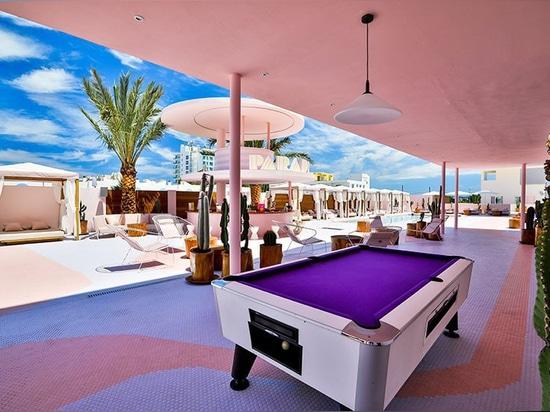 paradiso ibiza Kunsthotel ist stilistisch irgendwo zwischen Miami und Memphis