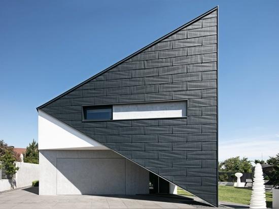das dreieckige Haus Reform architekts in Polen passt tadellos umgebende Umwelt