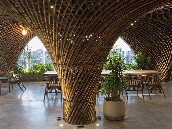 Bambusverein + Café durch VTN-Architekten steht im Herzen von Vietnam im Mittelpunkt