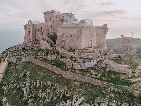 gegenüberliegendes Büro schlägt vor, historisches sizilianisches Schloss mit geometrischen Zusätzen umzuwandeln