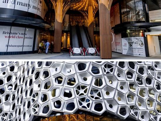 2500 Aluminiumplatten bilden diese bildhauerische Fassade durch australischen Künstler Alexander Knox