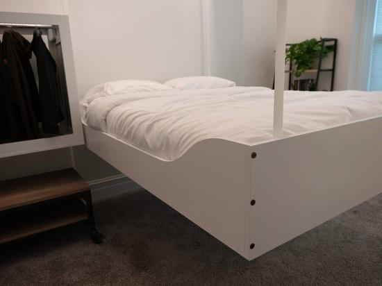 AI-kontrollierte Roboterdeckenmöbel schaffen zusätzlichen Raum für kleine Häuser