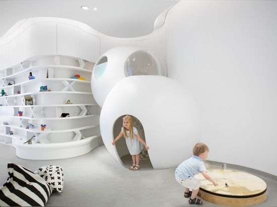 Die Kindertagesstätte des Brüllens der Zukunft ist ein High-Techer Lernenraum für Kinder in Dubai
