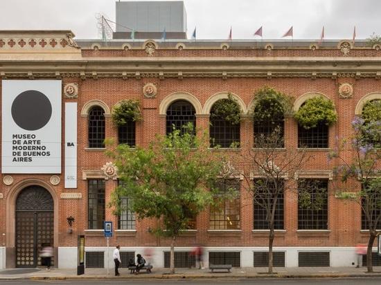 bildhauerisches Treppenhaus schließt das MSGSSS-erneuerte Museum für Moderne Kunst in Buenos Aires an