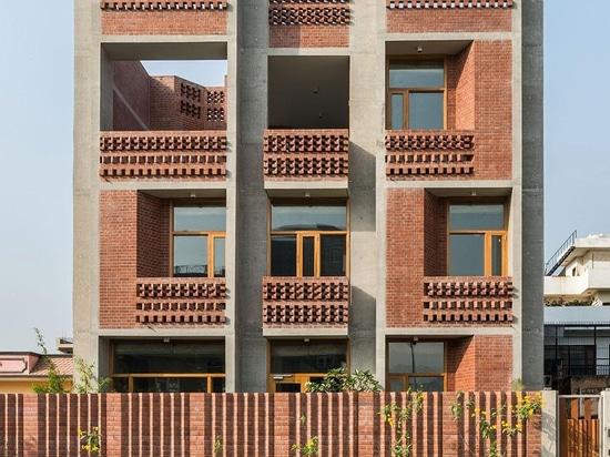 Ein experimentelles Haus nahe Neu-Delhi bietet eine neue Schablone für indische Wohnung an