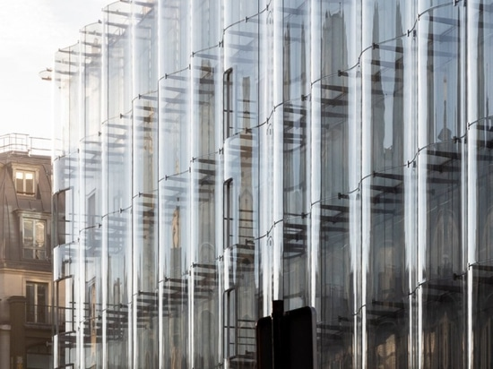 SANAAS plätschernde Glasfassadenbücherstützen'La samaritaine' Wiederherstellung in Paris